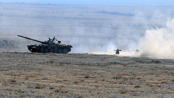 Танк Т-80 во время совместных тактических учений  стран ОДКБ Рубеж-2016