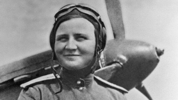Летчица Екатерина Буданова
