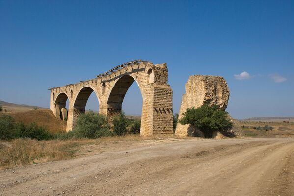 Старый разрушенный мост туапсинской железной дороги