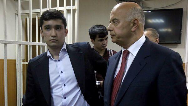 Руслан Шамсуаров (слева) в Гагаринском районном суде