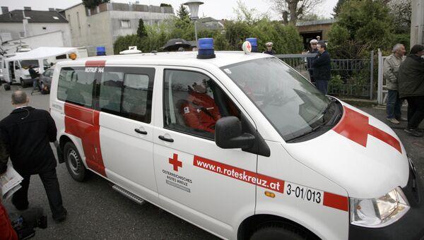 Автомобиль скорой помощи в Австрии. архивное фото