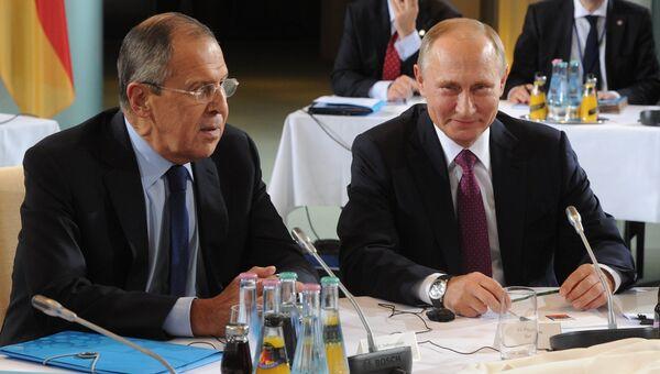 Президент РФ Владимир Путин и министр иностранных дел РФ Сергей Лавров во время встречи нормандской четверки в Берлине. 19 октября 2016