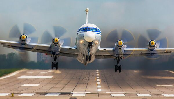 Самолет Ил-22 ВМФ РФ в аэропорту Остафьево