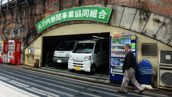 Машины на улице Токио. Архивное фото