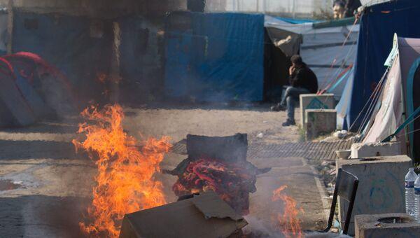 Костер в лагере Джунгли в Кале во Франции