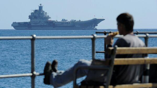 Авианосец Адмирал Кузнецов в Средиземном море