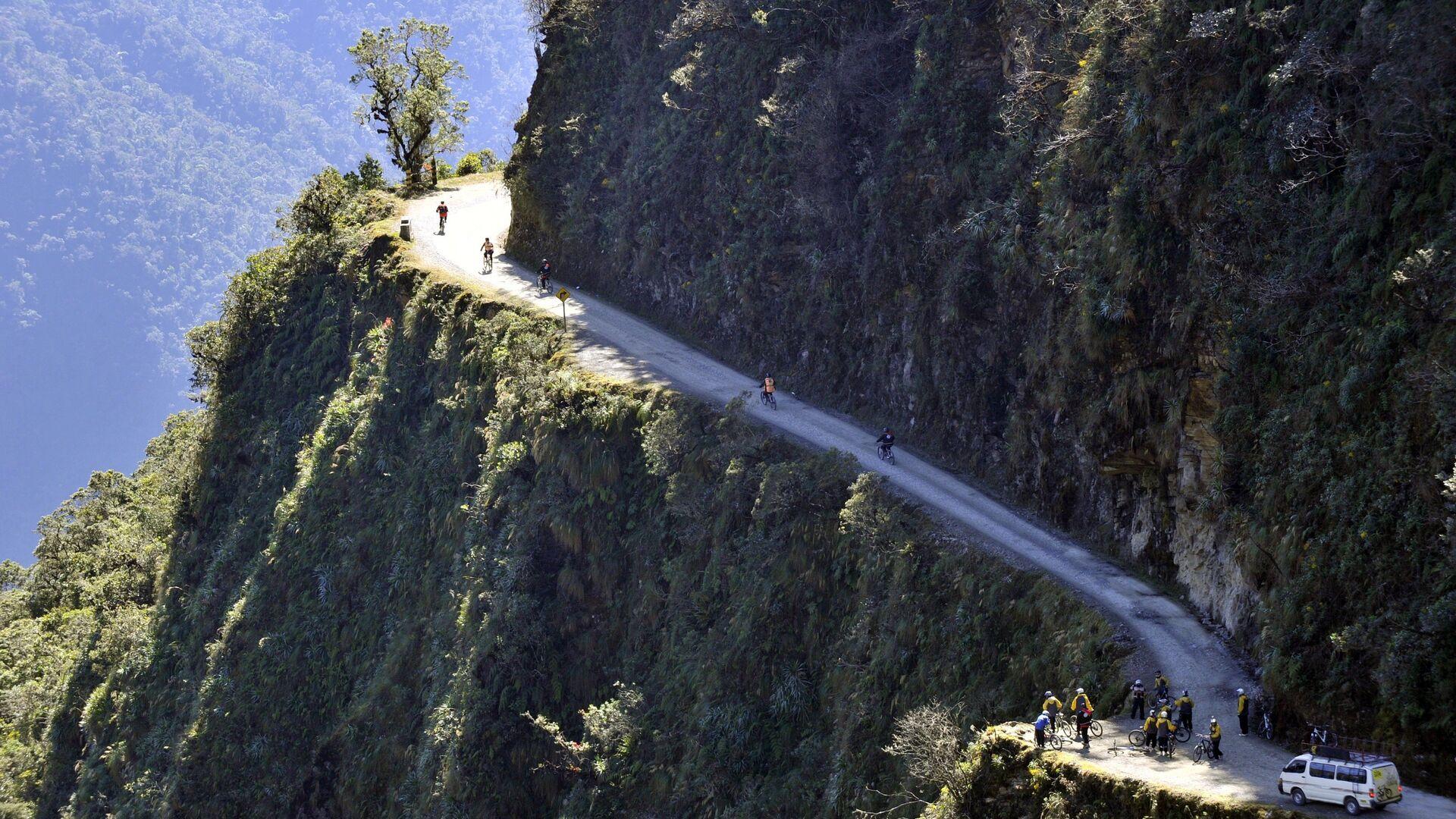 Горная дорога в Боливии - РИА Новости, 1920, 13.07.2021