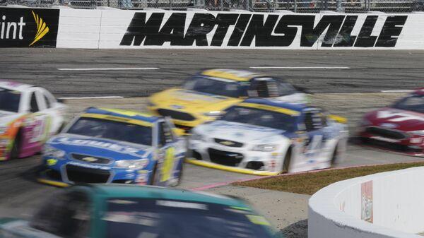 NASCAR расследует инцидент с висельной петлей в гараже темнокожего пилота