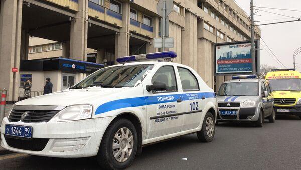Оперативные службы проверяют звонок о бомбе на Зубовском бульваре, 4 в центре Москвы