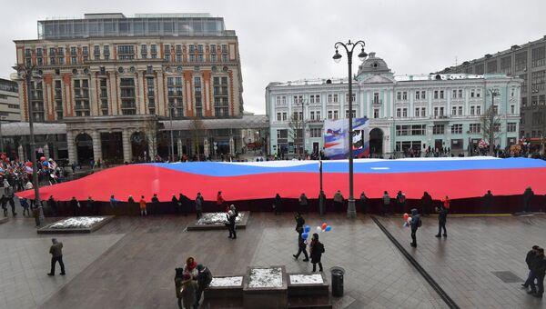 Митинг-концерт Мы едины! в Москве открыл певец Денис Майданов.