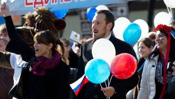 Руководитель фракции партии Единая Россия в Госдуме Владимир Васильев в ходе праздничного концерта-митинга, посвященного Дню народного единства, призвал каждого россиянина ответить на вопрос, что он сделал для страны.