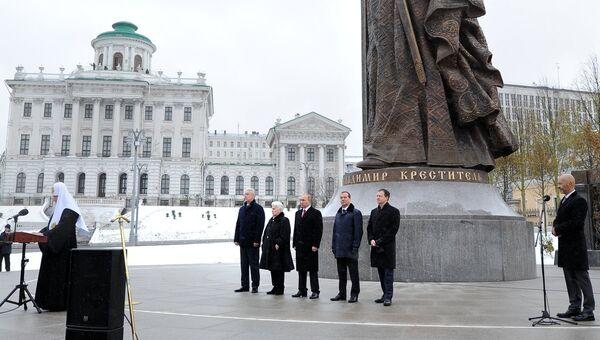 Церемония открытия памятника князю Владимиру на Боровицкой площади в Москве