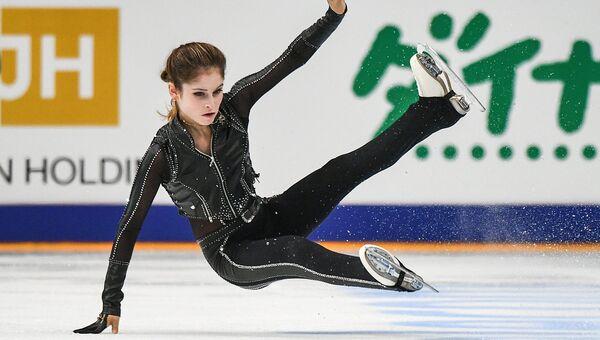 Юлия Липницкая (Россия) выступает в произвольной программе одиночного катания среди женщин на III этапе Гран-при по фигурному катанию в Москве