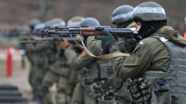 Украинские военнослужащие во время учений. Архивное фото