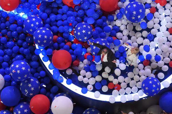 Кандидат в президенты США Хиллари Клинтон во время избирательной кампании в Филадельфии