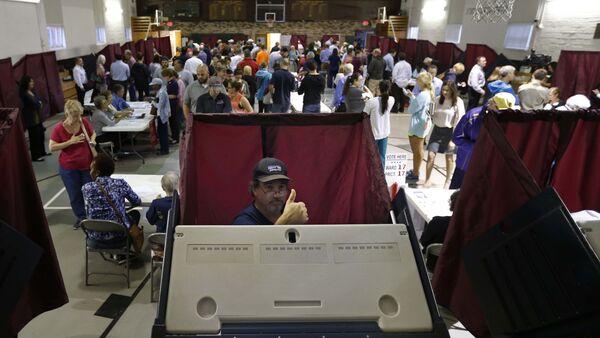 Голосование на одном из избирательных участок в Новом Орлеане, США