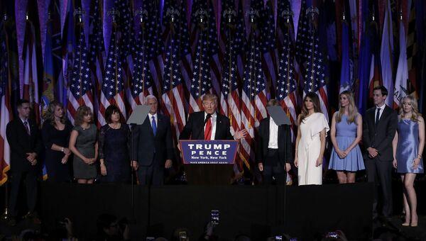 Избранный президент США Дональд Трамп во время выступления в Нью-Йорке. 9 ноября 2016. Архивное фото