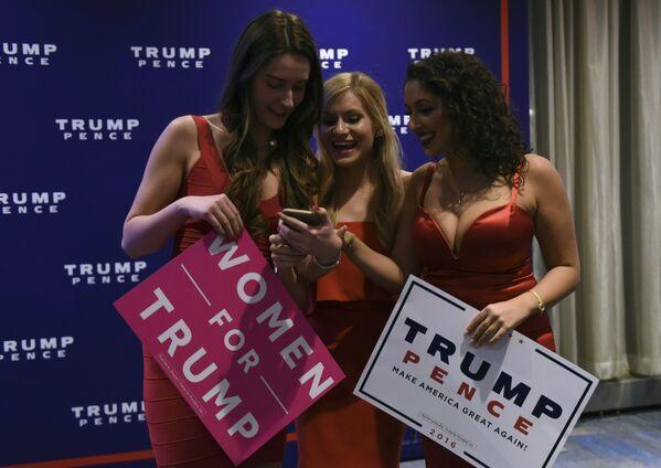 Сторонницы кандидата в президенты США Дональда Трампа