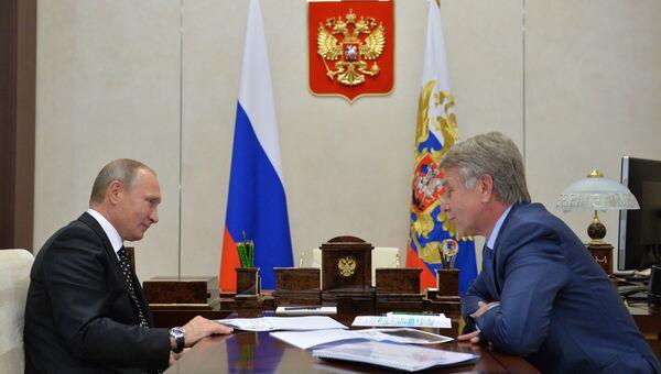Президент РФ Владимир Путин и председатель правления компании НОВАТЭК Леонид Михельсон во время встречи в резиденции Ново-Огарево. 14 ноября 2016