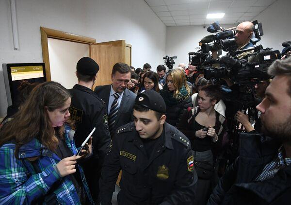 Рассмотрение ходатайства следствия об аресте Алексея Улюкаева в Басманном суде