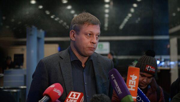 Управляющий директор по коммуникациям Роснано Алексей Фирсов во время обысков в офисе компании. 16 ноября 2016