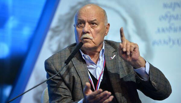 Председатель комитета Государственной Думы РФ по культуре Станислав Говорухин. Архивное фото