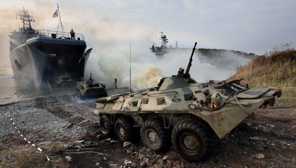 Бронетранспортеры с морскими пехотинцами вооруженных сил России