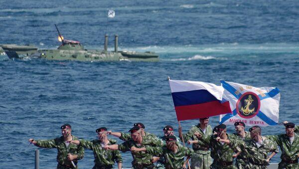 Морские пехотинцы во время празднования Дня Военно-морского флота России в Севастополе