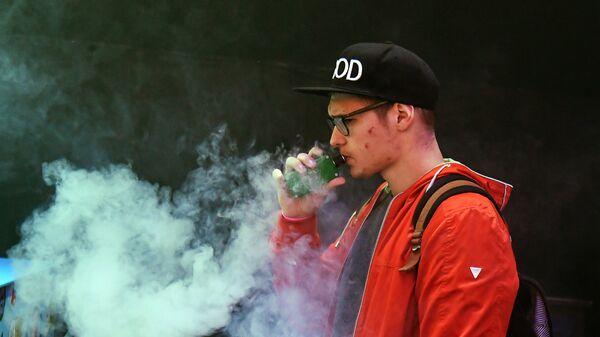 Электронная сигарета. Архивное фото