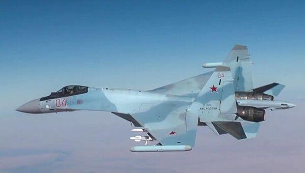 Самолет Су-30 ВКС РФ во время нанесения авиаудара по объектам террористов в Сирии. Архивное фото