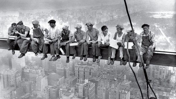 Обед над небоскребом