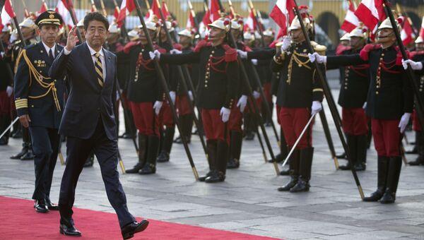 Премьер-министр Японии Синдзо Абэ перед саммитом АТЭС в Лиме, Перу