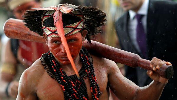 Мужчина из племени Паташо на протесте коренных народов Бразилии, 22 ноября 2016