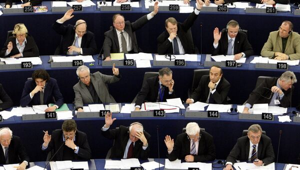 Депутаты Европарламента во время голосования, архивное фото