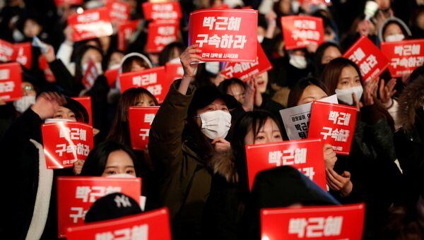 Акция протеста с призывами отставки президента Южной Кореи в Сеуле. Архивное фото