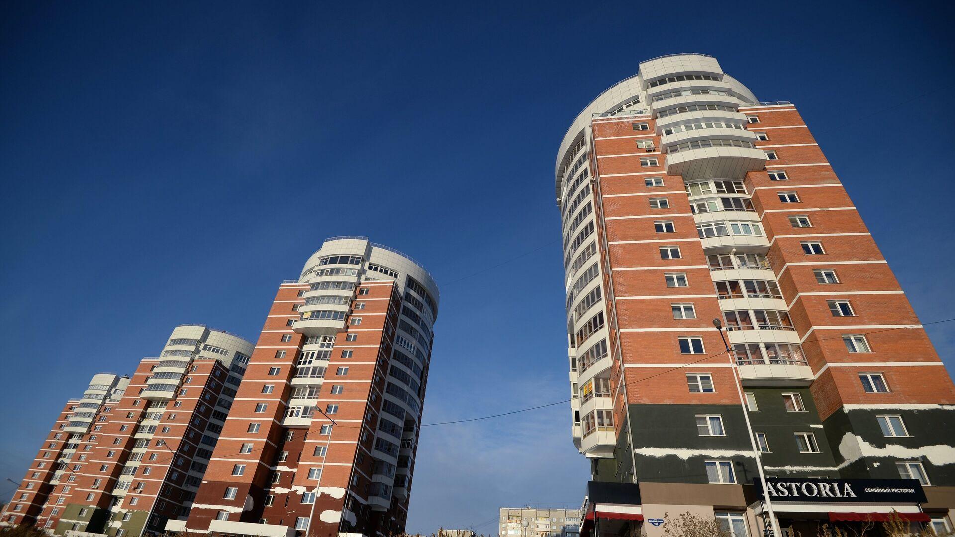 Жилые дома на верхней набережной реки Ангара в городе Иркутск - РИА Новости, 1920, 22.10.2020