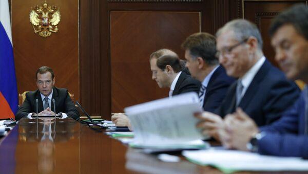 Председатель правительства РФ Дмитрий Медведев проводит совещание по финансово-экономическим вопросам. 28 ноября 2016