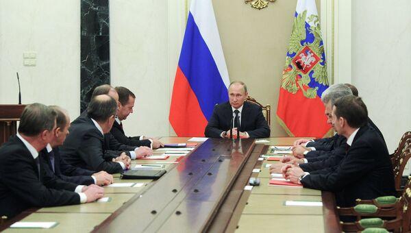 Владимир Путин во время заседания Совета безопасности РФ в Кремле. 28 ноября 2016