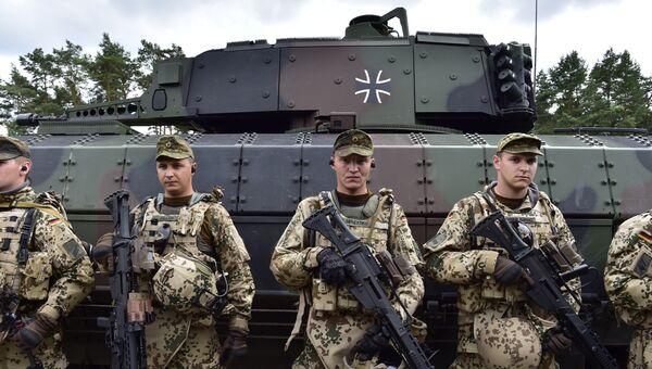 Солдаты танкового подразделения Бундесвера, архивное фото