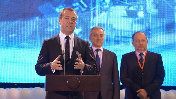 Дмитрий Медведев выступает на церемонии открытия фабрики окомкования Стойленского горно-обогатительного комбината в городе Старый Оскол. 29 ноября 2016