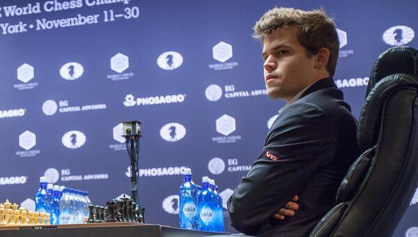 Гроссмейстер Магнус Карлсен в тай-брейке матча за звание чемпиона мира по шахматам 2016 в Нью-Йорке. 30 ноября 2016
