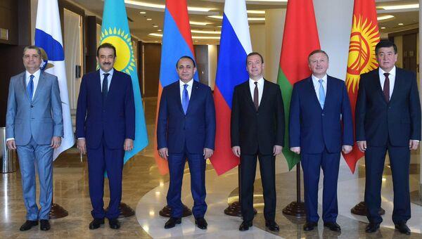 Церемония фотографирования глав делегаций, участвующих в заседании Евразийского межправительственного экономического совета (ЕАЭС) в Сочи. 12 августа 2016