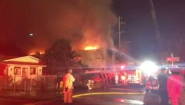 Крупный пожар в ночном клубе Окленда. Съемка с места происшествия
