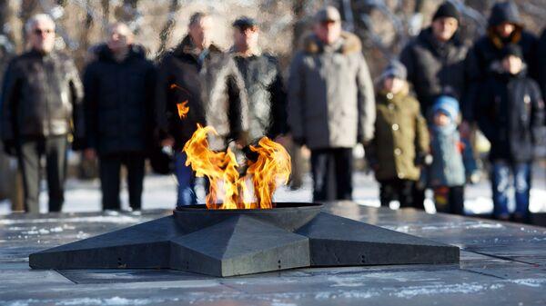 Вечный огонь у памятника Защитникам красного Царицына и Сталинграда