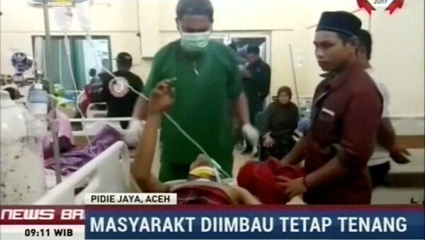 Осмотр пострадавших после землетрясения в Индонезии, 7 декабря 2016