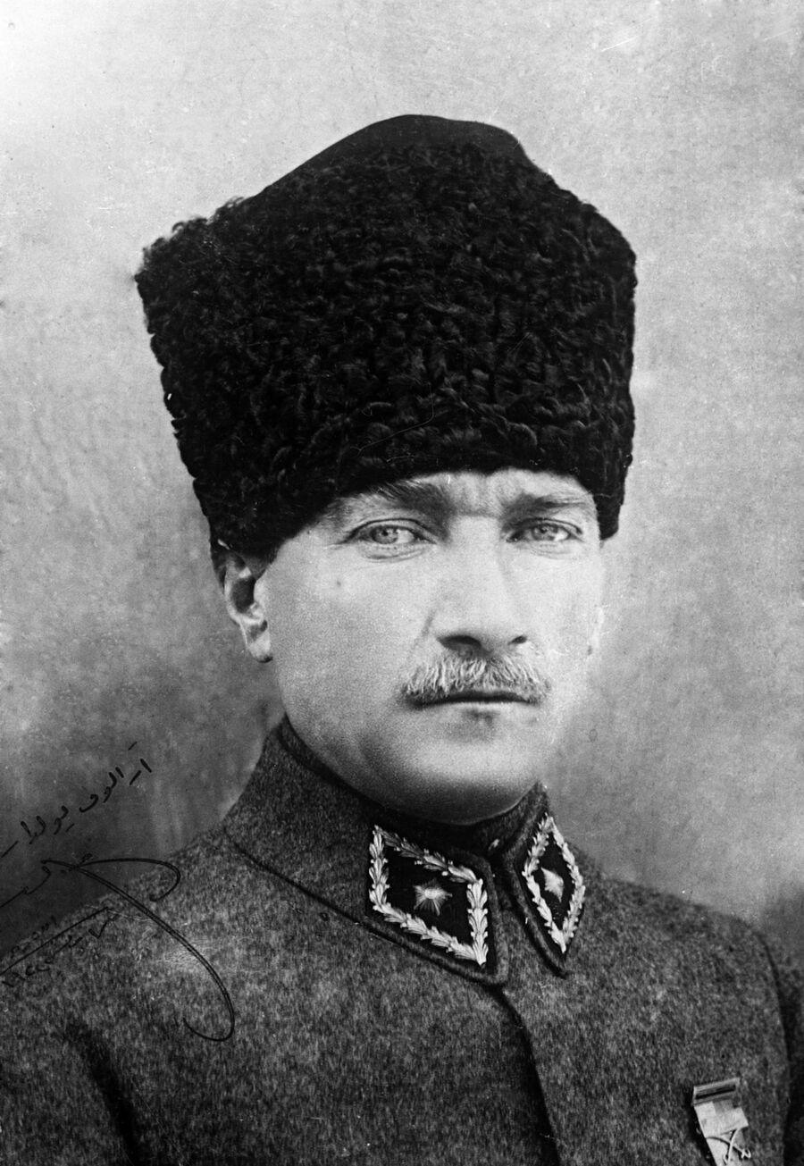 Первый президент Турецкой Республики Мустафа Кемаль Ататюрк
