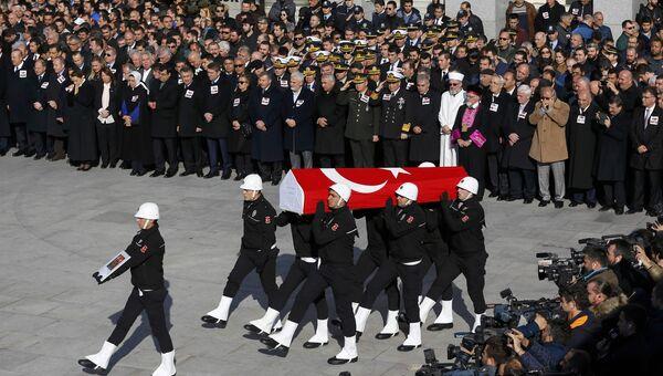 Похороны сотрудников полиции, погибших при теракте в Стамбуле 10 декабря 2016