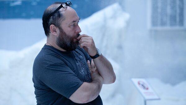 Тимур Бекмамбетов во время съемок фильма Елки-5
