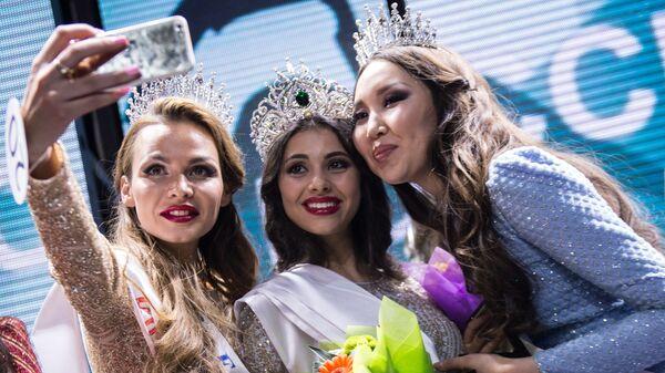 Евгения Сметанина, Лада Акимова и Виктория Дашиева в финале конкурса Краса России — 2016