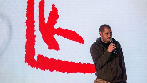 Андрей Кузькин, победивший в номинации Проект года с видеодокументацией своих акций и перформансов Право на жизнь на вручении премии Кандинского. Архивное фото